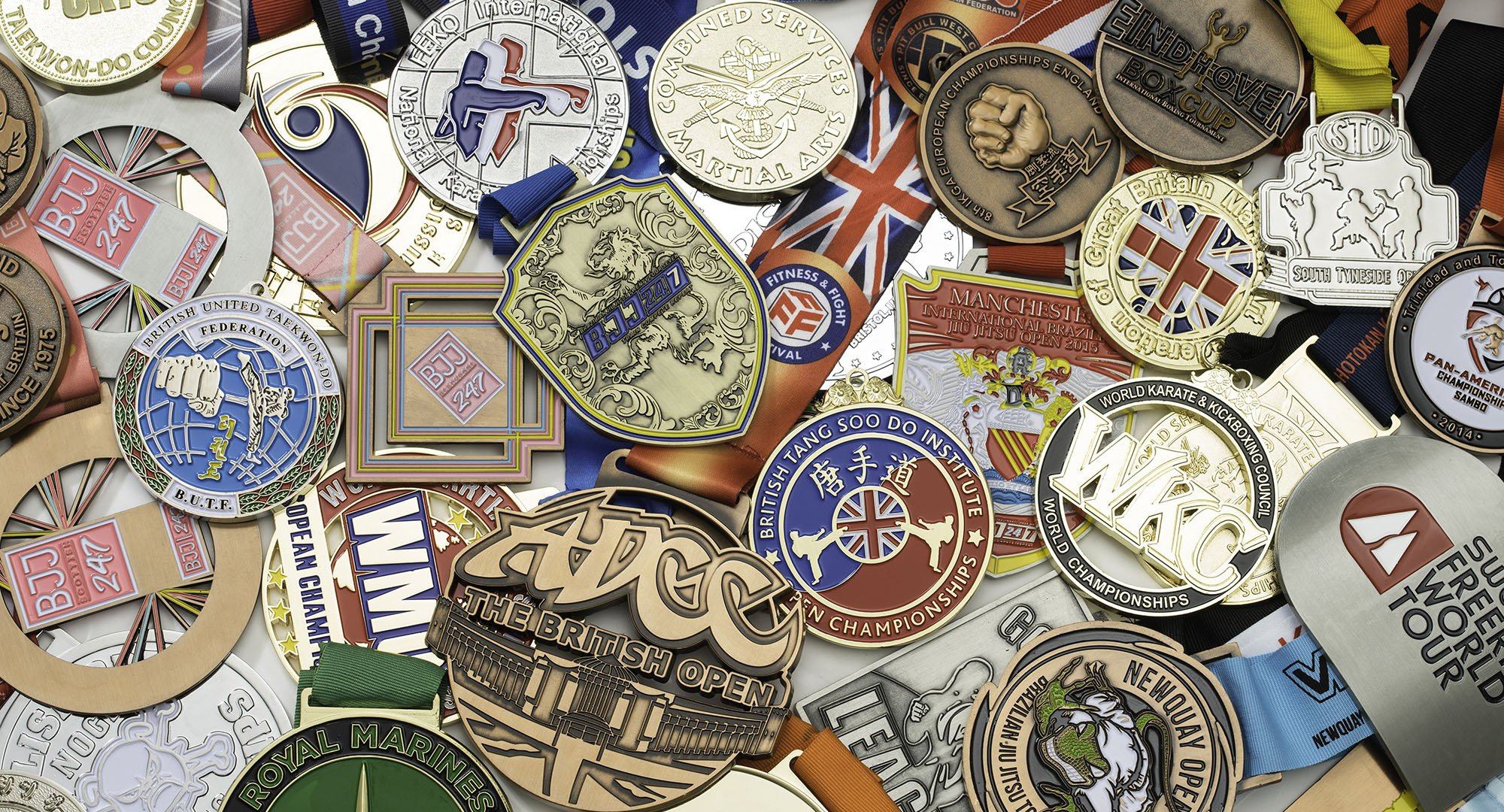 "<h3>Bespoke Medals</h3><h2>DISTINCTIVELY DIFFERENT MEDAL MAKERS.</h2><a href=""/custom-made-medals-die-cast"" class=""btn"">Shop Now</a><br><br><br><br>"